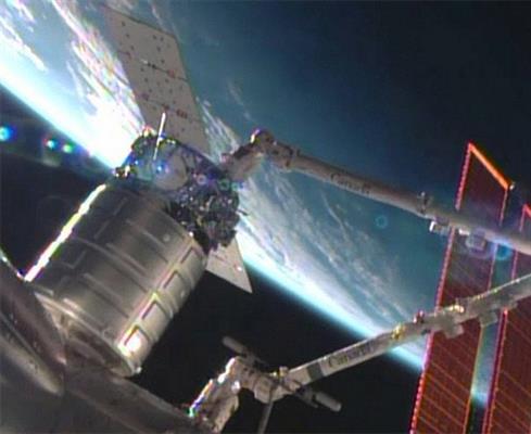 700400p586EDNmain84pr_2013-09-30-orbital-cygnus-docking