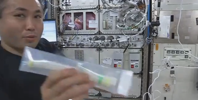 Astronaut Koichi Wakata with FME Mini-lab on ISS, January 2014
