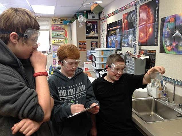 Seventh graders from Northland Preparatory Academy preparing their onion cell study. Image Credit: SSEP
