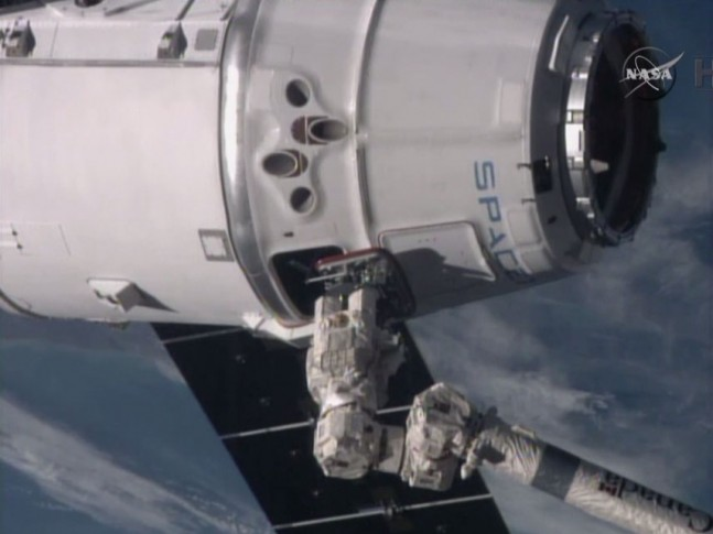 Grapple of SpaceX CRS-5 at the International SPace Station, 5:54 am EST, Monday, January 12, 2014. Credit: NASA